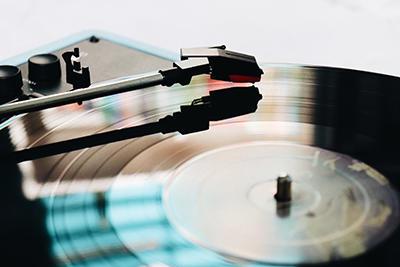 アナログレコードが生産数11倍!?