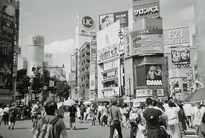 白黒スクランブル交差点.JPG